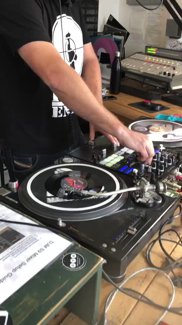 world-first-basefm-mixing-the-b-side-into-the-a-side-%f0%9f%94%a5-thats-beautiful-https-t-co-dolkneetnr